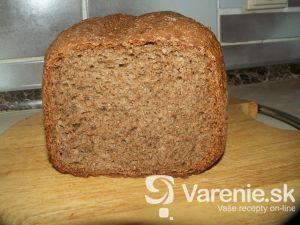 Grahamový chlieb z domácej pekárne