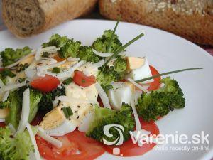 Brokolicový šalát s vajciami