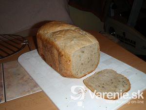 Semienkový chlieb z domácej pekárne