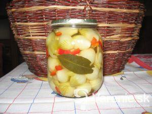Nakladané cibuľky s paprikou