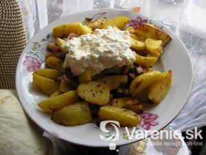 Bryndzové zemiaky s bylinkami