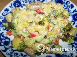 Zemiaky zapečené s brokolicou a syrovou omáčkou