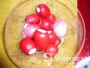 Reďkovkový šalát s jogurtom a vajcami