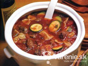 Talianska polievka s cuketou a klobásou