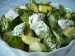 Uhorkovo-avokádový šalát so syrom