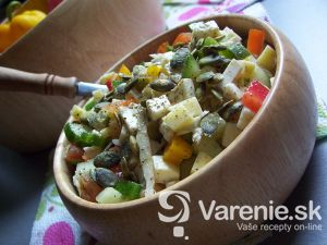 Zeleninovo-syrový šalát