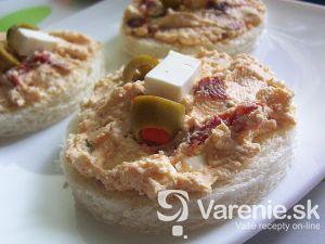 Balkánska nátierka so sušenými paradajkami