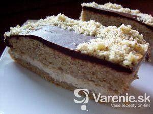 Orechový koláč s medovým krémom