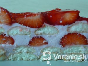 Nepečená torta s jahodami a želé