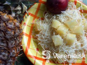 Zelerový šalát s ananásom