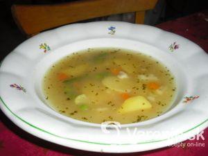 Zemiaková polievka so zeleným hráškom