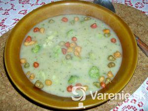 Brokolicová polievka s hráškom