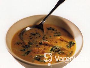 Kokosová polievka so zemiakmi a špenátom